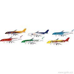Letadla s nápisem a zpětným natahováním Goki